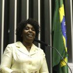 Benedita defende novo pacto democrático com liberdade para Lula