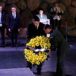 Em Israel, Bolsonaro defende torturador e diz que nazismo é de esquerda