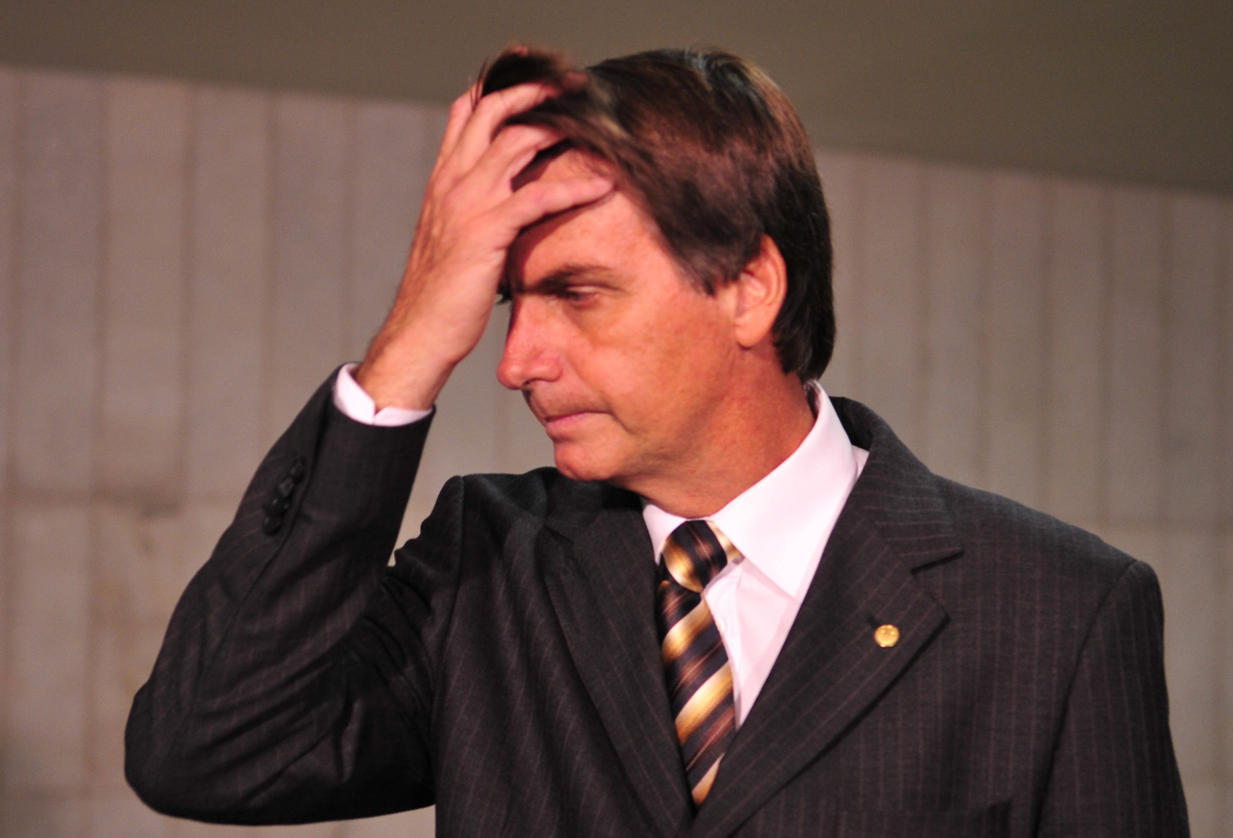 bolsonaro - Bolsonaro mente e manipula pra enganar você sobre o Mais Médicos