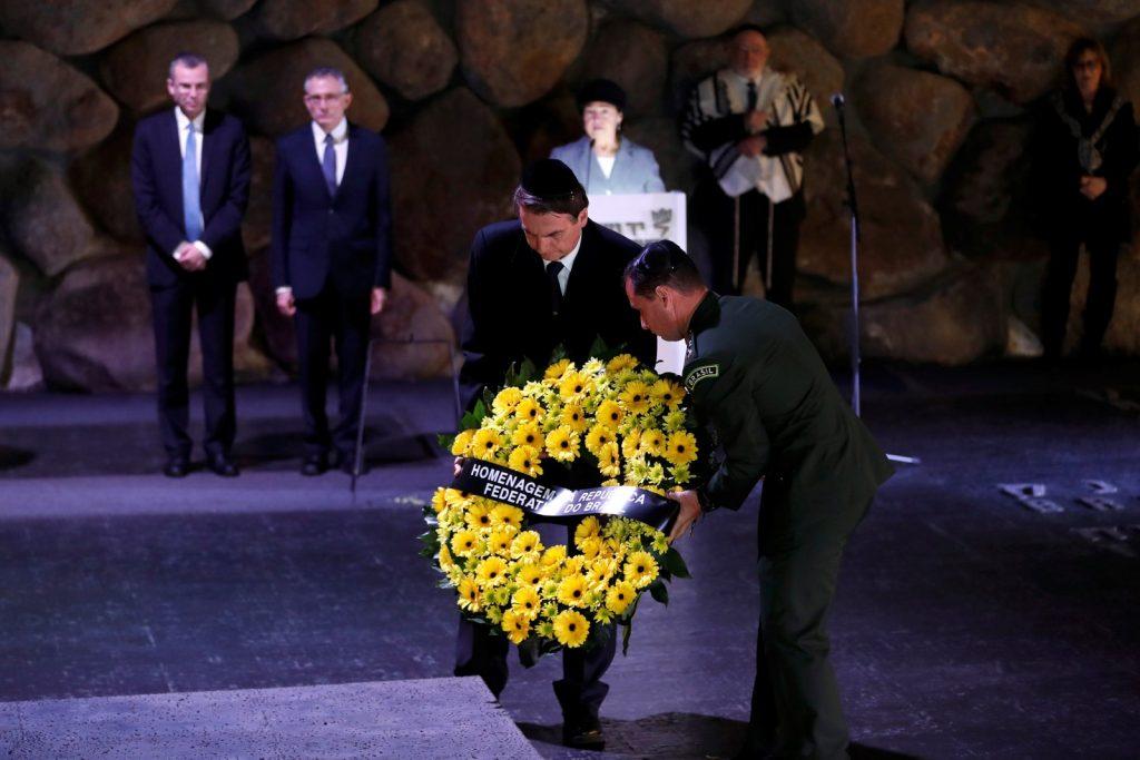 Bolsonaro homenageia as vítimas do Holocausto em museu em Israel — Foto: Reuters/Ronen Zvulun