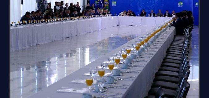 68B419C9 2CD0 44F5 9E9F 597F092CC196 676x320 - Bolsonaro convida bancada nordestina para café da manhã, quase ninguém aparece e sobraram laranjadas