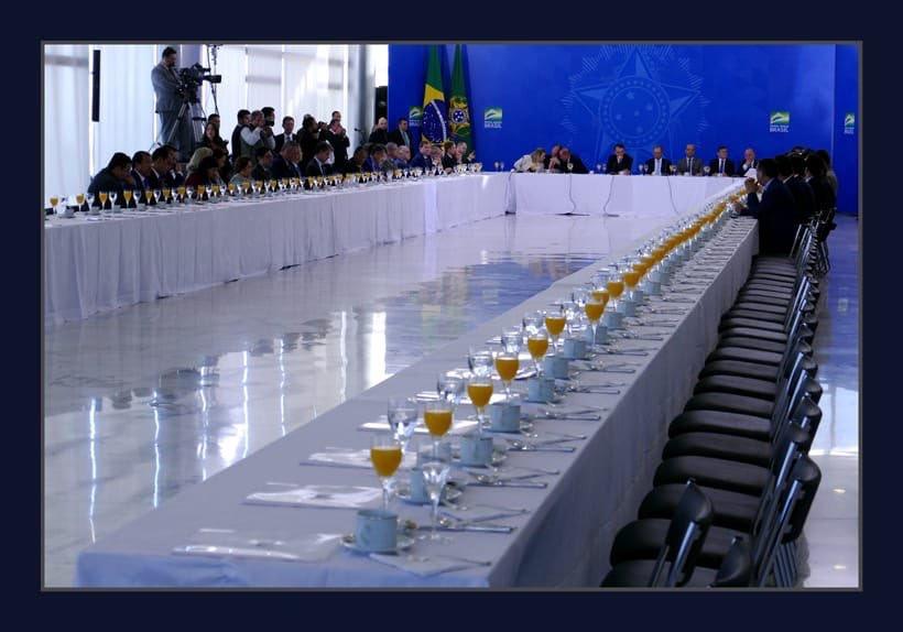 787B13DB 4391 461E 9B19 8123C0BF16F0 - Bolsonaro convida bancada nordestina para café da manhã, quase ninguém aparece e sobraram laranjadas