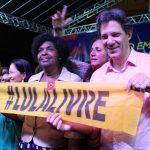 Em noite de luta no Rio de Janeiro, Haddad se uniu ao povo na Cinelândia contra os cortes na Educação