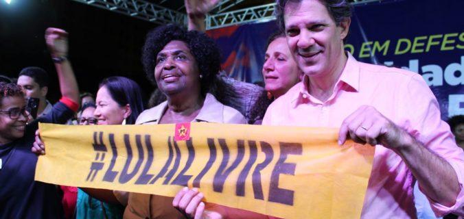WhatsApp Image 2019 05 10 at 21.34.44 676x320 - Em noite de luta no Rio de Janeiro, Haddad se uniu ao povo na Cinelândia contra os cortes na Educação