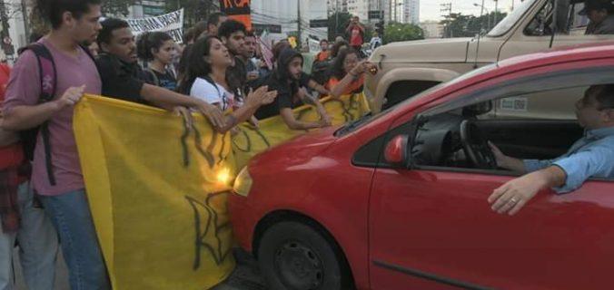 07AD0338 4D75 4A28 930B 840D0298E29F 676x320 - Manifestantes foram atropelados em Niterói durante ato da #GreveGeral